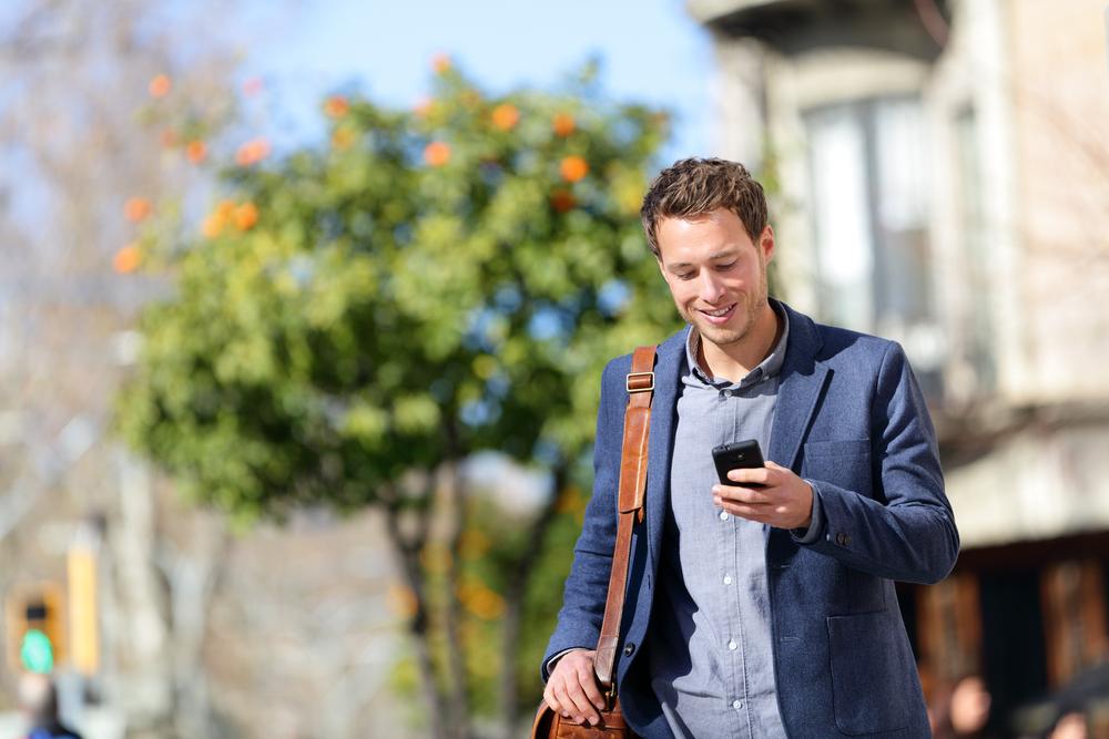 vertegenwoordiger met goed mobiel bereik